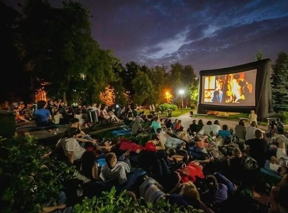 В День российского кино, 27 августа, зрителям бесплатно покажут три кассовых фильма